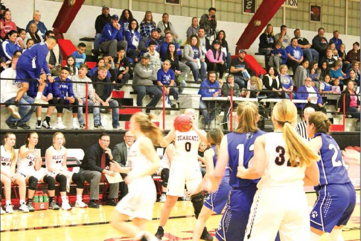 Lady 'Cats pounce on Lyons in Game 1